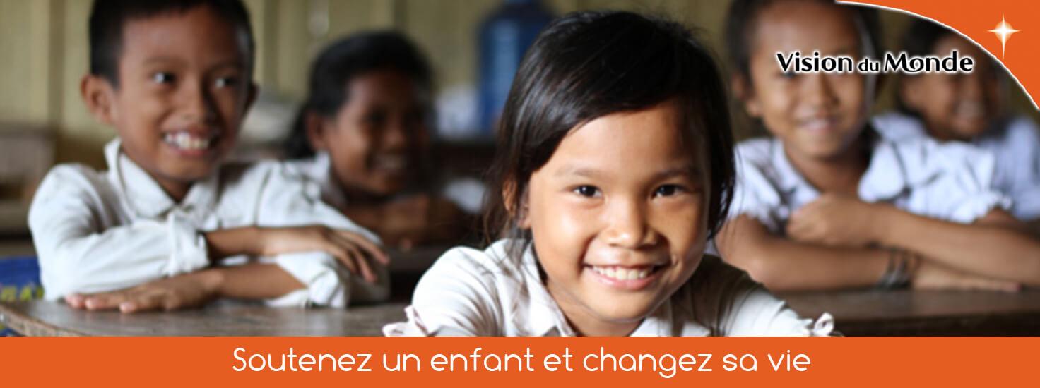 Grâce notamment au parrainage d'enfants, l'association partenaire du réseau Publi Ticket aide les familles et les communautés à se développer sur le long terme